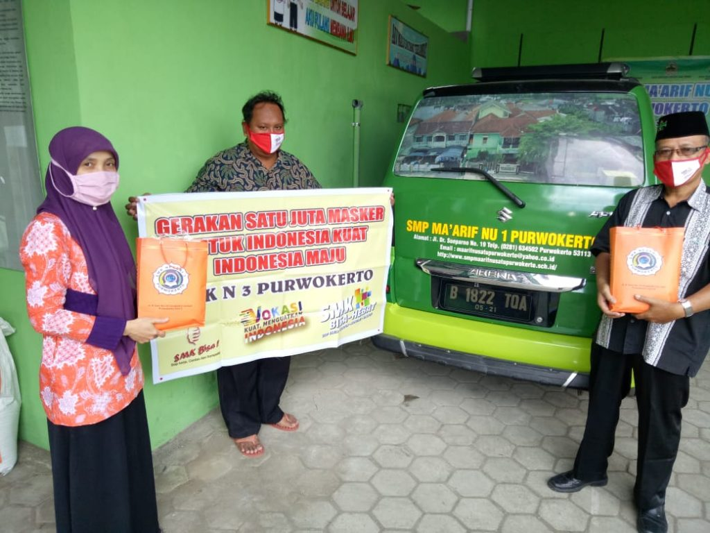 Penyerahan Masker diterima oleh pihak SMP Maarif 1 Purwokerto